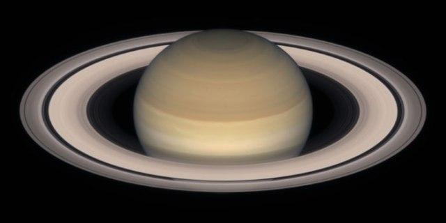 Saturn_by_HST_l (1)